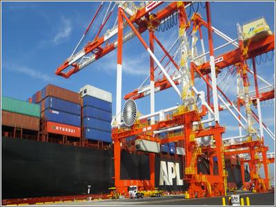 本牧ふ頭D-4号コンテナターミナル 新設ガントリークレーンによる本船荷役開始